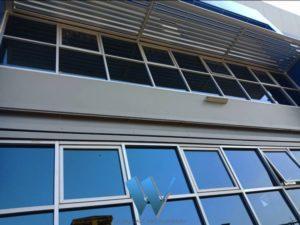 งานติดตั้งกระจกและอลูมิเนียมแบบบานเปิด