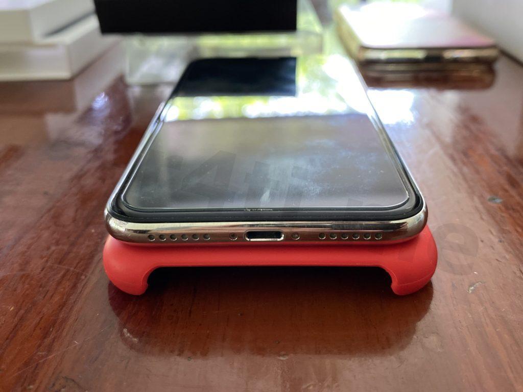 iPhone X มือสอง สีขาว ตำแหน่ง รูเสียบชาร์จ และ ลำโพง