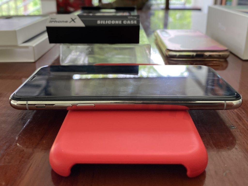 iPhone X มือสอง สีขาว ปุ่มเปิด-ปิดเสียง เพิ่ม-ลดเสียง ใช้งานได้ปกติ